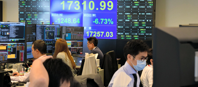 新型コロナウイルスで株式市場はパニック、各国金融政策から財政政策に移行の準備
